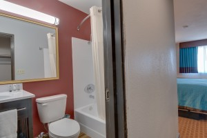 Vagabond Inn Executive Hayward - All bathrooms feature full bath and shower