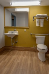 Vagabond Inn Executive Hayward - Contemporary designed private bathrooms