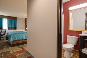 Vagabond Inn Executive Hayward - King Bedroom and Bathroom
